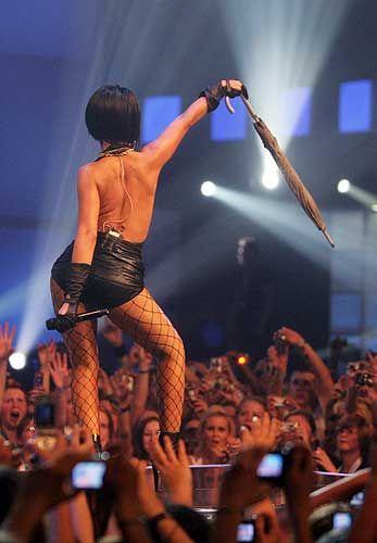 Rihanna'dan ayrılamıyor! - 27