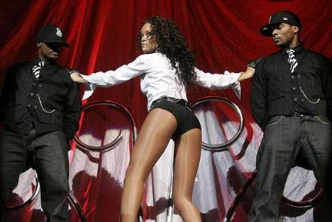 Rihanna'dan ayrılamıyor! - 38