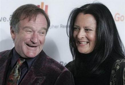 Robin Williams  Robin Williams, ilk eşi Valerie Velardi'den, çocukları Zachary Pym'in bakıcısı olan Marsha Garces ile evlenmek için ayrıldı. Williams ve Garces Nisan 1989'da evlendiklerinde Garces yedi aylık hamileydi. Zelda Rae ve Cody Alen adında iki çocukları oldu ve bu sırada yapımcılığa soyundu.