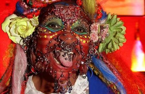 Dünyanın en fazla piercingli kadını - 5
