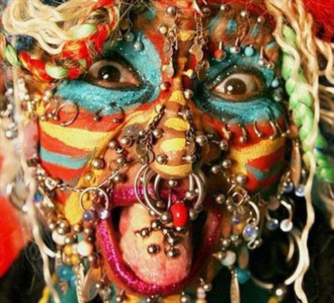 Dünyanın en fazla piercingli kadını - 12