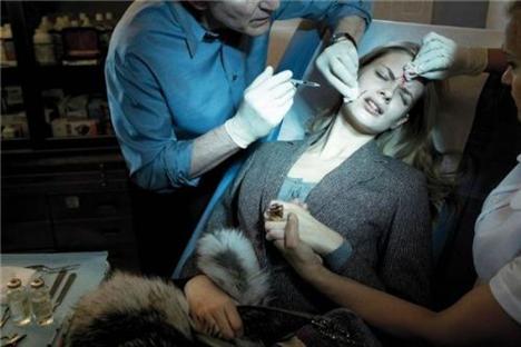 Estetik ameliyatlar ve moda birleşince - 11