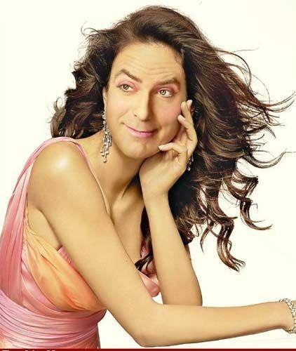 Bir internet sitesi dünyanın en ünlü erkeklerini photoshop kullanarak birer kadına benzetti. Ortaya bu sonuçlar çıktı. Fotoğrafta teknoloji yardımıyla değiştirilmiş erkek ise milyonlarca kadın hayranı olan George Clooney...