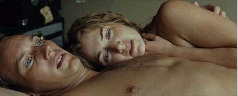 TUTKU OYUNLARI   Tutku Oyunları (Little Children) adıyla gösterilen film ikisi de farklı kişilerle evli olan Brad ve Sarah'nın yasak aşkını anlatıyordu. Kate Winslet ve Patrick Wilson filmdeki performanslarıyla eleştirmenlerden tam not aldı.