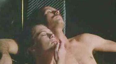 VÜCUT ISISI   Lawrence Kasdan'dan 1980'li yıllara damgasını vuran tutku ve cinsellik dolu bir çalışma Vücut Isısı (Body Heat). Film, William Hurt ile başrolü paylaşan Kathleen Turner'ın kariyeri için de bir dönüm noktası olmuştu.