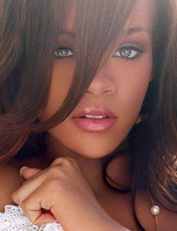 Rihanna yeni dövme yaptırdı - 13