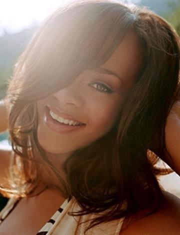 Rihanna yeni dövme yaptırdı - 15