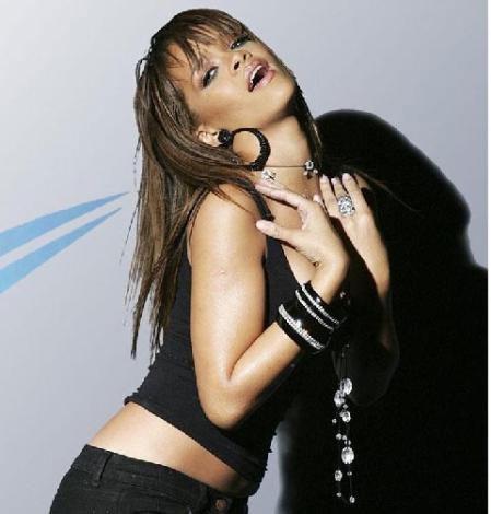 Rihanna yeni dövme yaptırdı - 19