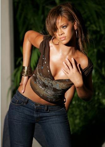 Rihanna yeni dövme yaptırdı - 8
