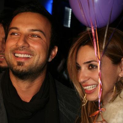 Önceki gün W Otel'de işadamı Ali Ağaoğlu ve manken Ece Gürsel ile buluşan Tarkan, otel girişinde gazetecilerin sorularını yanıtladı.