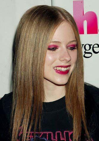 Çılgın kız Avril Lavigne, kırmızı farı çok başarılı yorumlamış.