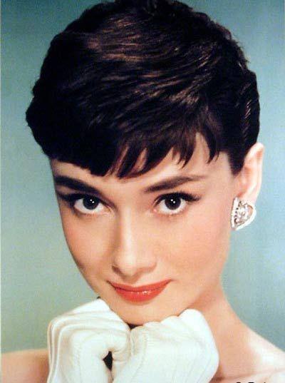 5)Audrey Hepburn Roman Holiday filmiyle en iyi oyuncu Oscar'ını aldı.
