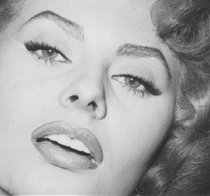 9)Sophia Loren Ciocara filmiyle en iyi oyuncu Oscar'ını aldı.