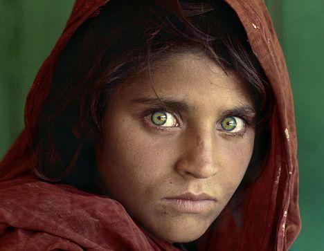 6) Sharbat Gula National Geographic dergisinin kapak kızı olarak biliniyor çünkü Steve McCurry onun resmini çekebilecek kadar şanslıydı.