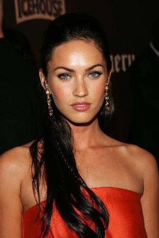 Angelina Jolie'nin tahtına aday gösterilen kendisi de bunu istediğini defalarca söyleyen Fox, Transformers serisinin ikinci filminde de rol alıyor.