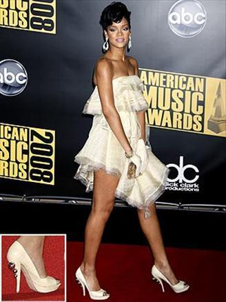 Rihanna- Devi Kroell