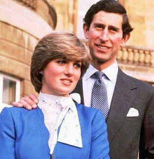 Bu da 'mavi kanlı aşk üçgeni'. Prens Charles'ın evli olan Camilla Parker Bowles ile ilişkisi yıllardır Buckingham Sarayı'yı rahatsız ediyordu. Sonunda Prens 19 yaşındaki Diana Spencer ile evlendi. Peri masalı bir süre devam etti. Ama Charles'ın Camilla ile olan ilişkisini evliliği sırasında bile sürdürdüğü ortaya çıktı.