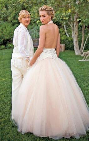 Ancak Di Rosssi bir ödül töreninde kuliste Ellen De Generes ile tanıştı. Birbirlerine aşık oldular. Çift geçen yıl Ağustos ayında evlendi.