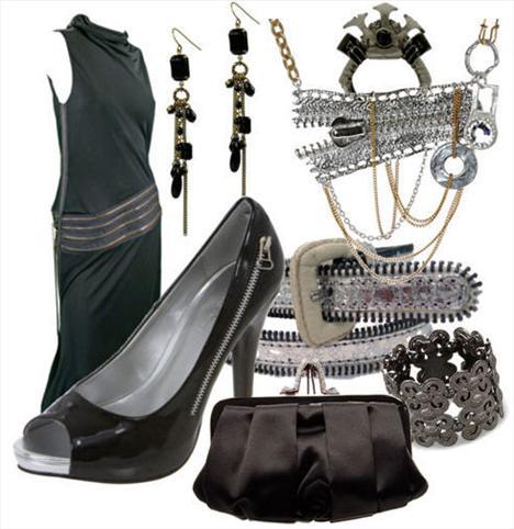 Fermuarlı zümrüt yeşili elbise ve siyah rugan ayakkabı