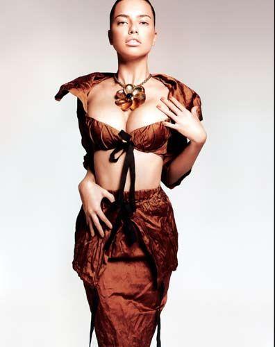 Brezilyalı süpermodel Adriana Lima, El Pais Dergisi'ne sıradışı pozlar verdi.