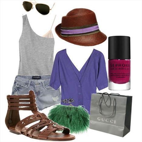 Kot şortla kombinlenebilecek gri tek omuzlu tişört,  düz bir sandaletle de gayet rahat bir kombin olabilir.