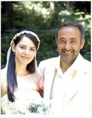Bir İstanbul Masalı isimli Tv dizisi ile izleyicilerin gönlüne taht kuran Mehmet Aslantuğ ve Ahu Türkpençe hemşeri. İki başarılı oyuncu da Samsunlu.