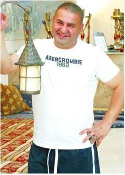 Maskeli Beşler serisinin komik ismi Şafak Sezer İstanbul'da yaşıyor olsa da, aslen Erzincanlı.