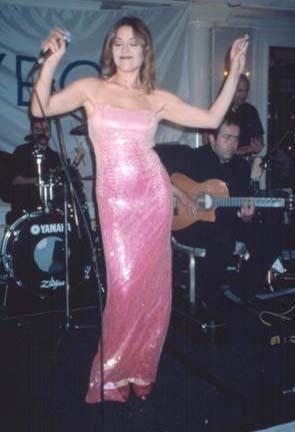 1990 yılında Sevgiliye adlı ilk abümü ile iki milyon tiraj yaparak, son dönemde çıkan ilk başarılı genç sanatçı olarak adını duyurdu. Sonraki yıllarda Hesap ver, Sıramı bekliyorum, Karaçiçeğim, Haberci, Aşk kazası, Rafet El Roman ile Peşindeyim single'ı, Aşkın Nur Yengi 2002 ve son olarak Yasemin Yağmurları adlı abümleri yaptı. Almanya, Belçika, İngiltere, İsviçre, İsveç, Hollanda, ABD gibi birçok ülkede sayısız turneye çıktı. Malta ve İngiltere'de klipler çekti. Son olarakta 2007 yılının ilk 4 albümü 'Sevgiliye Hesap Ver, Sıramı Bekliyorum, Karaçiceğim' albümlerinden seçilmiş 13 şarkılık Best of Aşk'ın Şarkıları albümünü yapmıştır. Başarılı albümleriyle sürdürdüğü müzik kariyerinin yanısıra değişik projelerde de yer aldı.