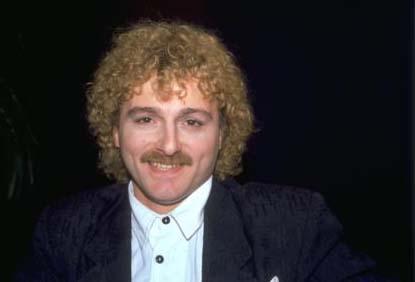 İlk önemli çıkışını 1991 yılıda Onno Tunç ile çalıştığı Gir Kanıma isimle albümle yaptı. Bunu En Büyük Aşk ve Yanımda Kal adlı albümleri takip etti. Daha sonra hazırladığı Teslim Oldum albümünde pop rock tarzını seçerek müzikseverlerin dikkatini çekti.