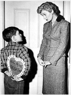 Barbara Billingsley'in Leave it To Beaver'de canlandırdığı iyi ev kadını ve seceven anne o dönemin bütün sembol özelliklerini üzerinde toplamıştı.
