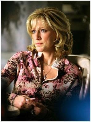 Edie Falco'nun The Sopranos dizisinde oynadığı Carmelo Soprano karakteri de unutulmaz ev kadınlarından