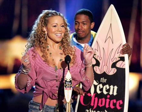 27 YAŞ 38 yaşındaki şarkıcı Mariah Carey ve kendisinden 11 yaş küçük Nick Cannon