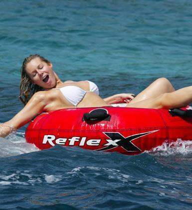 Abi Titmuss denizde çığlık çığlığa bağırmayı tercih ediyor.