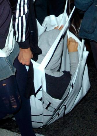 Lily Allen paparazzilerden kaçmak isterken daha fazla ilgi çekecek ir yol bulmuş.