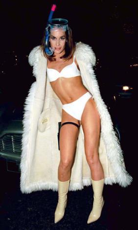 Tara Palmer - Tomkinson gibi giyinen birini görünce kim durup bakmaz ki.
