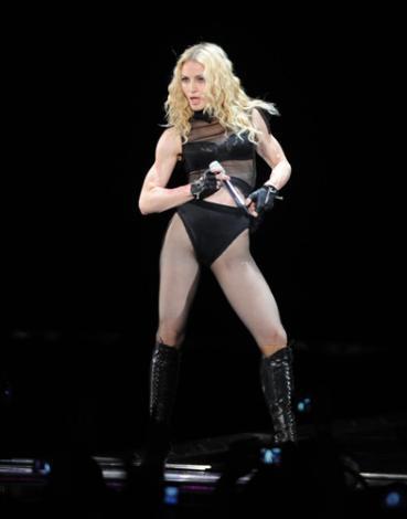 Madonna (51 yaşına girdi, iki çocuk dünyaya getirdi)  Madonna