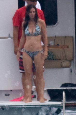 Courteney Cox 44 yaşında hala bikini giyebiliyor.