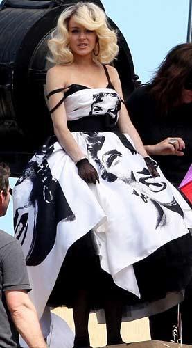 Ünlü oyuncu Lindsay Lohan efsane yıldız Marilyn Monroe kılığında tekrar objektif karşısına geçti!