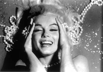 Marilyn olmayı seviyor! - 14