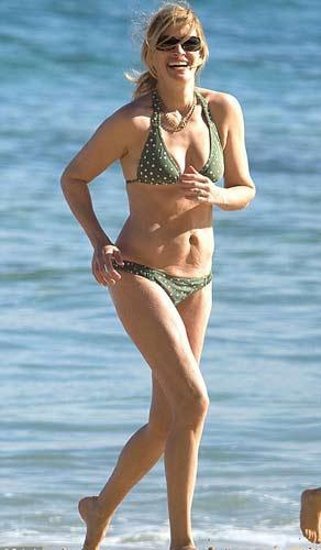 Julia Roberts Havai tatilinde objektiflere bikinisiyle takıldı.