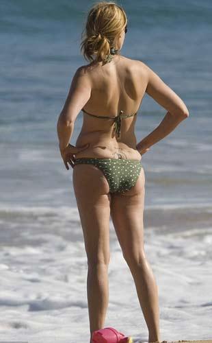 Julia Roberts'ın tatilinde bikiniyle görüntülenmesi akla 40'ından sonra da vücuduna güvenen diğer ünlüleri getirdi.