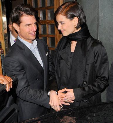Hollywood'un ünlü çiftlerinin ilişkilerini fotoğraflar ele verdi. Sevgililer gününe özel olarak çiftlerin beden dillerini inceleyen bir magazin sitesi şu sonuçlara vardı: Tom Cruise ve Katie Holmes- Yeni bir bebeğe yeşil ışık yakıyorlar.