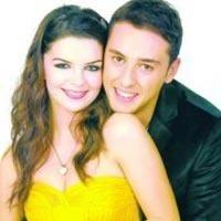 Kavak Yelleri'nin oyuncuları Pelin Karahan ve İbrahim Kendirci nişanlandı.
