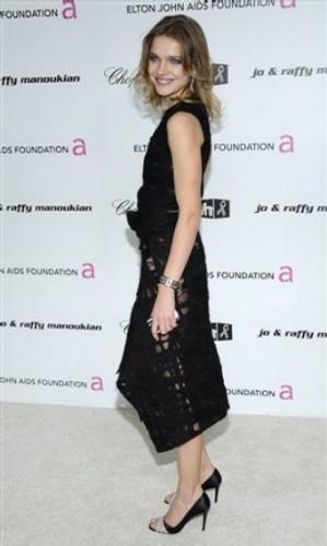 Sunucu Natalia Vodianova herkesi kendine hayran bıraktı.
