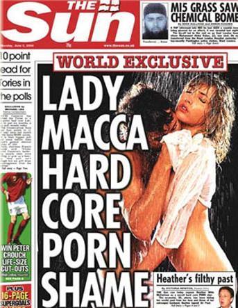 Çıplak skandallar HEATHER MILLS  Paul McCartney'in eski eşi Mills'in 1988'de bir Alman dergisi için verdiği bu erotik pozlar ortalığı karıştırdı. Bu fotoğraflar Mills bir motosiklet kazasında bir bacağını kaybetmeden 5 yıl önce çekilmişti. Fotoğrafları İngiliz tabloid gazetesi The Sun yayınladı.