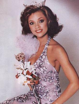 VANESSA WILLIAMS  1983 yılında ABD'nin ilk Afro-Amerikan kökenli güzellik kraliçesi seçildi. Ama tacı elinden alındı. Çünkü Williams'ın kraliçe olmadan önce bir başka kadınla birlikte çekilen üstsüz fotoğrafları ortaya çıkmıştı. Wililams bu fotoğrafların bir fotoğrafçıya asistanlık yaptığı sırada çekildiğini söyledi.