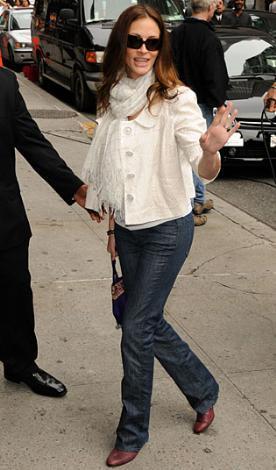 """Julia Roberts Hollywood'un """"özel bir kadın"""" Julia Roberts, iki kez nişanlanıp ayrıldı. Daha sonra yaptığı bir evlilik boşanmayla sonuçlandı. Şu sıralar ikinci eşi Danile Moder ile evli ve üç çocuğu var."""
