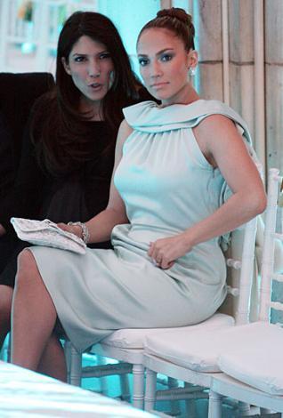 Jennifer Lopez Ben Affleck ile uzun süre nişanlı kalıp ayrıldı. Daha zöncesinde başından iki evlilik geçmişti. Şu sıralar üçüncü eşi Marc anthony ile evli ve ikiz bebekleri var.