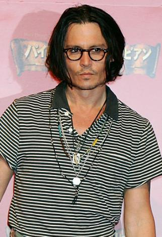 Johnny Depp Gençlik yıllarında Lori Anne Allison ile evlenip boşandı. Kate Moss ile uzun süre nişanlı kaldı. Arada bir nişanlısı daha oldu. Uzun süredir Vanesa Paradis ile birlikte.