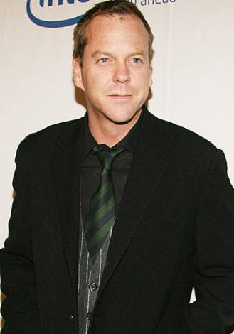 Kiefer Sutherland Julia Roberts ve Camelia Kath ile nişanlanıp ayrıldı. Şu sıralar Kelly Winn ile evli.